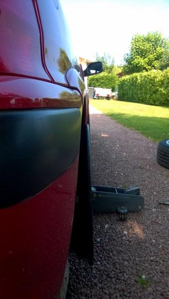 choc pneu trottoir